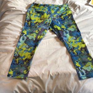 Head cropped yoga pants